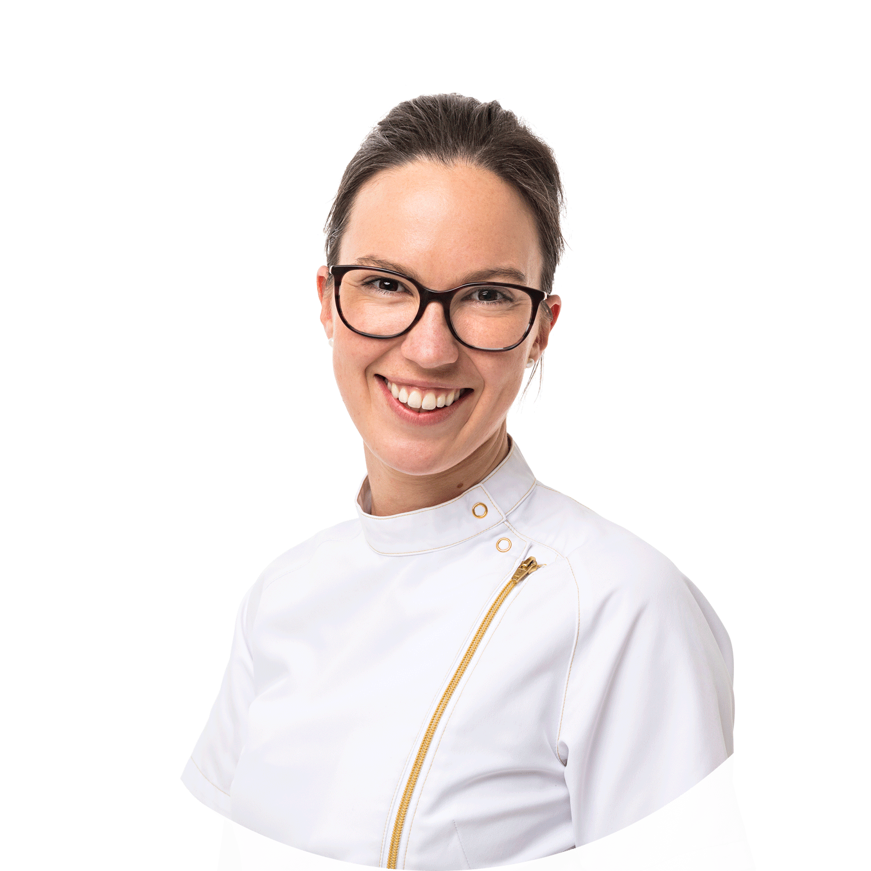 Dr Sarah Brunskill is a female dentist